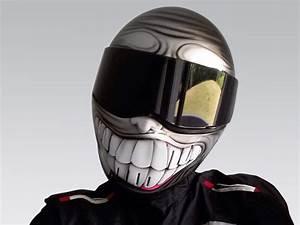 Casque De Moto : casque moto optez pour la peinture sourire ~ Medecine-chirurgie-esthetiques.com Avis de Voitures