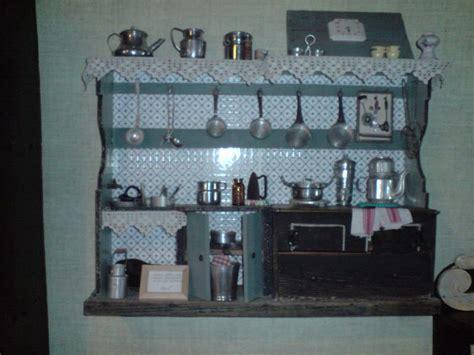 cuisine ancienne cagne une cuisine ancienne un jouet de poupée avec tous