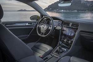 Golf 8 Date De Sortie : volkswagen golf branle bas de combat sur l 39 essence ~ Maxctalentgroup.com Avis de Voitures