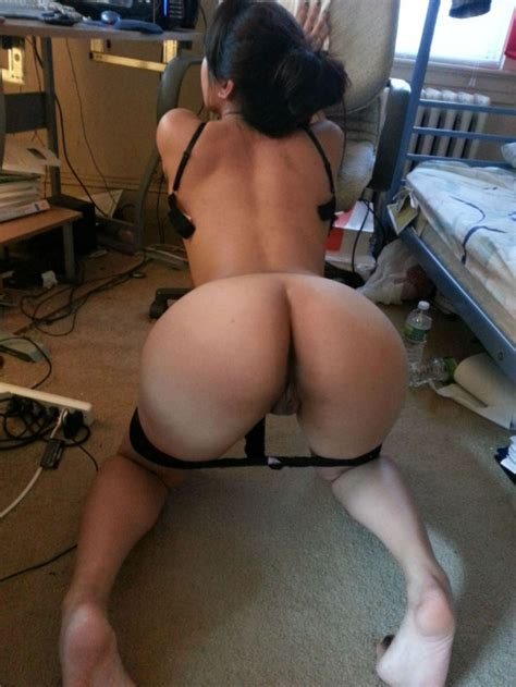 Asian Slut Waiting To Get Fucked In A Messy Dorm Room Porn