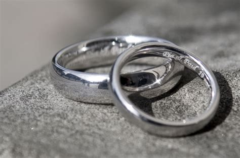 pictures of wedding rings and bands how to engrave your wedding rings