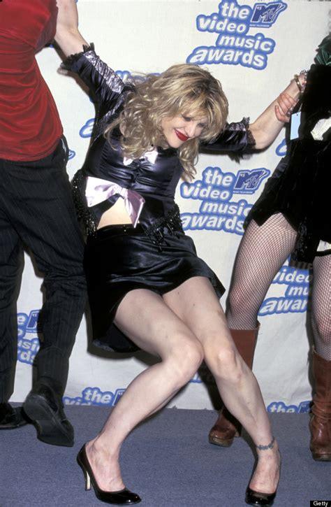 courtney celebrity mtv award vma most falls 1995 drunk cringe wipeouts vmas worthy podium dragged getting huffpost