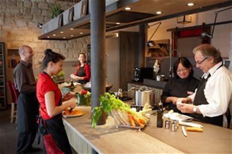 cours de cuisine entre particuliers école des gourmets cours de cuisine à stages et