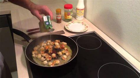 cuisiner des coquilles st jacques préparer des coquilles jacques à la crème cuisiner
