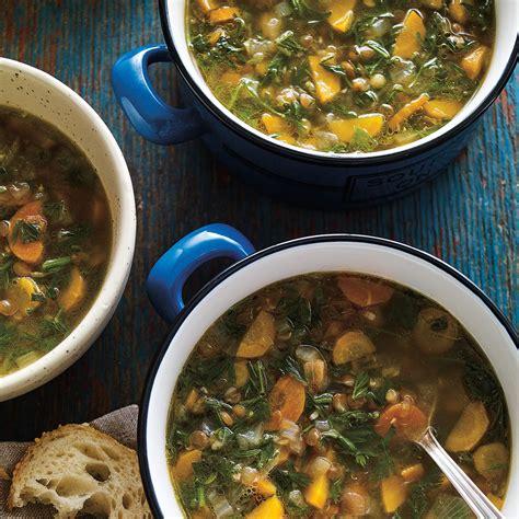 cuisiner fanes de carottes soupe aux lentilles et aux fanes de carottes ricardo