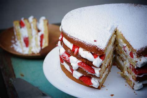 aux fraises cuisine gâteau au yaourt facile façon layer cake aux fraises