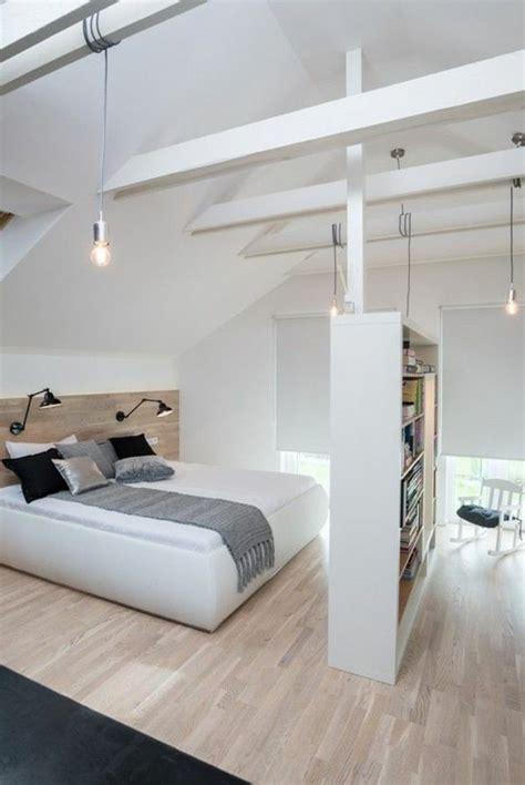 les 25 meilleures id 233 es de la cat 233 gorie plafond en pente de chambre 224 coucher sur