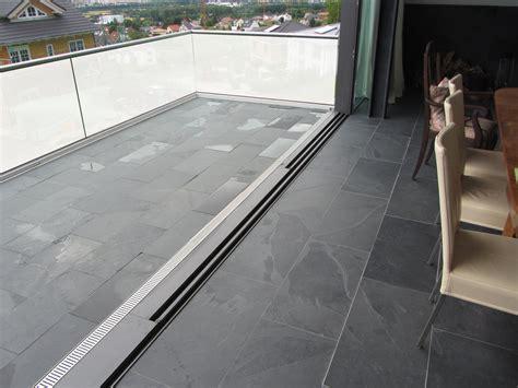 fliesen für balkon kundenfoto schiefer fliesen mustang nahtlos verlegt im wohnzimmer und auf dem balkon