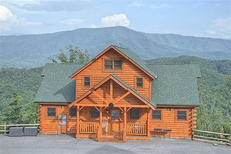 cabin in pigeon forge 6 ways staying in a large cabin rental in pigeon