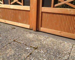 Moos Auf Gartenplatten Entfernen : terrasse reinigen fast ohne chemie gr nbelag co nat rlich entfernen ~ Michelbontemps.com Haus und Dekorationen