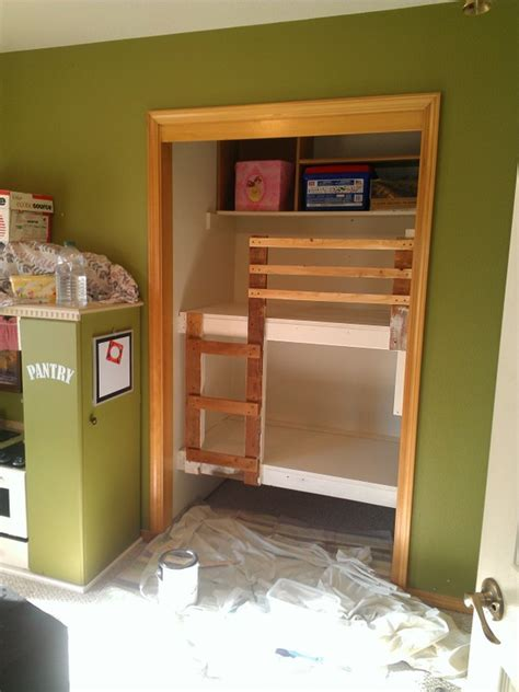 diy unique built  bunk beds  call  granola
