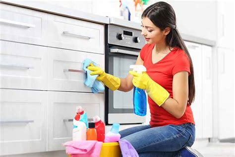 cleaning top of kitchen cabinets ultimate guide to cleaning kitchen cabinets cupboards 8228