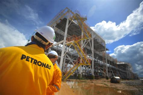 petronas  rapid project remains  track  aramco