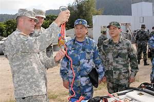 File:U.S. Soldiers with the Hawaii Army National Guard ...