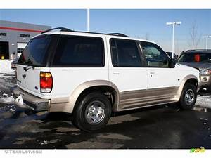 Oxford White 1997 Ford Explorer Xlt 4x4 Exterior Photo