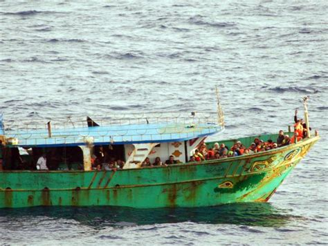 How Long From Libya To Italy By Boat by Italy Searches For African Migrants After Boat Sinks In