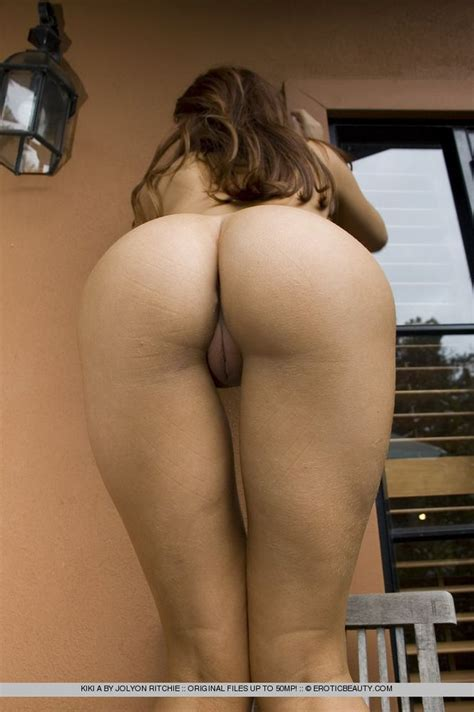 Absolutely Stunning Nude Round Ass Erotic Babe From Fineassthumbs Com