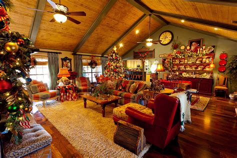 Country Christmas Home Decorating  24 Spaces