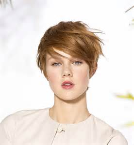 coupe cheveux courte coupe courte les plus belles coupes pour cheveux courts cosmopolitan fr