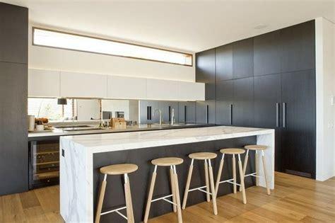 cuisine moderne bois clair 99 idées de cuisine moderne où le bois est à la mode