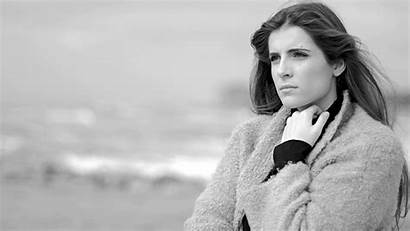 Thinking Woman Hypergamous Feeling Lost Ocean Expression