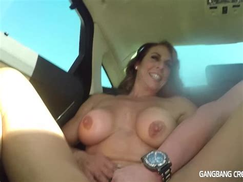 Fitness Milf Gives Road Head In Back Seat Free Porn