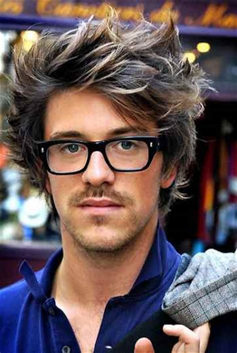 Cool Hairstyles for Men with Glasses: Ideas and Pictures