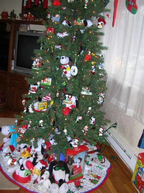 snoopy christmas images  pinterest christmas