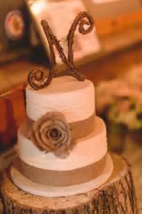 wedding cake server 30 burlap wedding cakes for rustic country weddings deer
