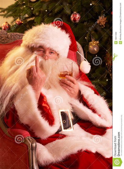 Le Père Noël Effectuant Le Geste Grossier à L'appareil