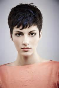 26 Best Short Haircuts for Long Face - PoPular Haircuts
