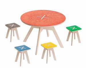 Baby Tisch Und Stühle : kindersitzgruppe aus holz in bunten farben ~ Bigdaddyawards.com Haus und Dekorationen