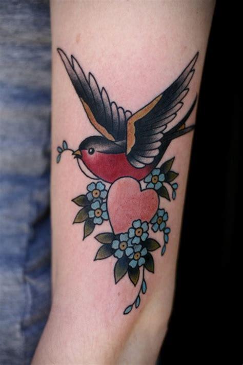 tatouage hirondelle signification 150 tatouage d hirondelles et de moineau et leur