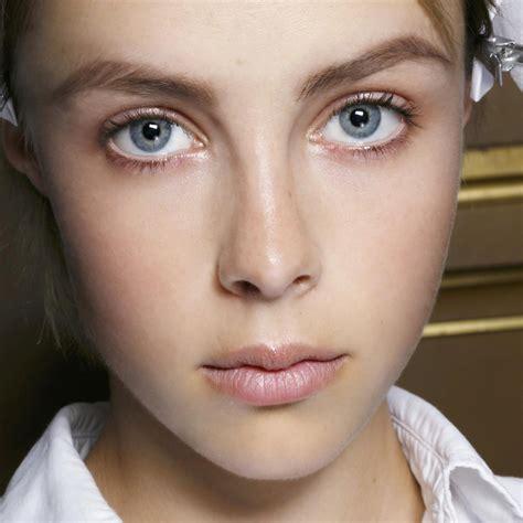 Comment maquiller les yeux marron ? . Autres articles Maquillage récents