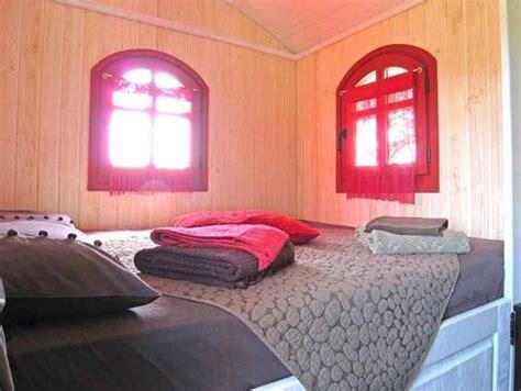 chambre d hotes insolites la croix longue chambres d 39 hôtes insolites roulotte et