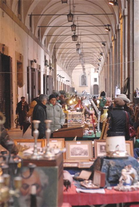 Antiques Market in Arezzo   Tuscany guide, events