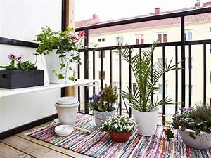 Tapis Pour Balcon : d corer son balcon pour les beaux jours cocon d co vie nomade ~ Teatrodelosmanantiales.com Idées de Décoration
