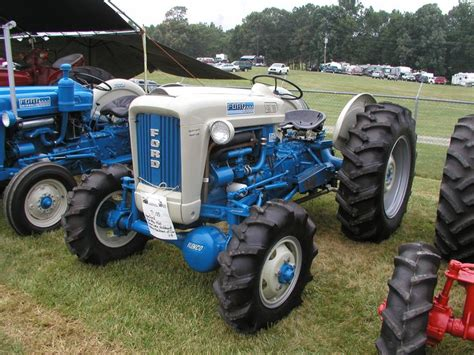 1960 ford 4000 with aftermarket elenco 4 wheel drive conversion threshermans reunion