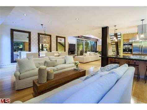 foto de Jennifer Love Hewitt Buys Sleek Pacific Palisades Home