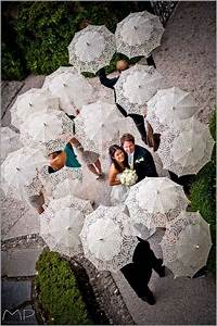be chic With umbrella wedding photos
