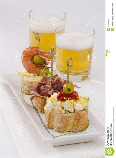 cuisine espagnole tapas cuisine espagnole tapas plateau des montaditos photo
