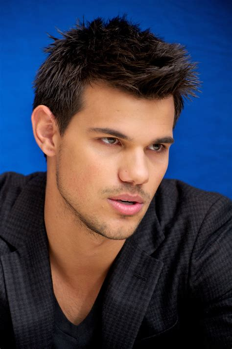 Taylor Lautner Hairstyle Makeup Suits Shoes And Perfume