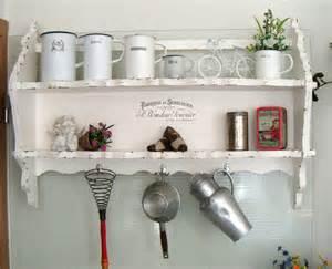 küche landhausstil weiß küche alt regal wandregal kã chen deko weiã holz mã beltattoo shabby eckregal weiss