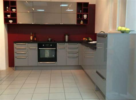 cuisine grise avec plan de travail noir cuisine laquee blanche plan de travail gris kirafes