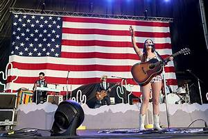The style progression of Texas-born country star Kacey ...