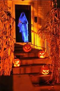 scary halloween decorating ideas 50 Awesome Halloween Decorations to Make This Year