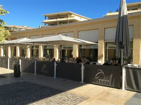 brasserie porte de cloud brasserie les artistes aix en provence picture of brasserie des artistes aix en provence