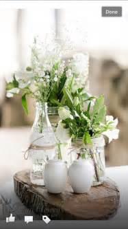 tisch blumen hochzeit baumscheiben mit vasen blumen tisch deko hochzeit gläser hochzeit und blume
