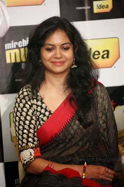 Sunitha Singer Navel Saree Stills Actress Latest