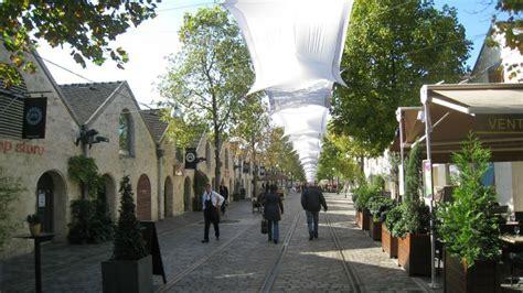 les chais de bercy le cour emilion et le de bercy la nouvelle ville dans la ville en images